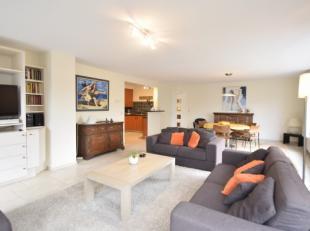 Uitzonderlijk luxueus en smaakvol gemeubeld appartement met 3 slaapkamers, zonnig gelegen aan de achterzijde zeedijk.  Dit appartement biedt u een zee