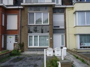 Appartement met 2 slaapkamers gelegen net buiten het centrum. Bestaande uit: inkomhall, woonkamer, keuken, 2 slaapkamers en badkamer. Gelegen op de 2d