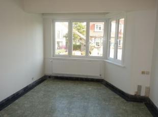 Aangenaam, ongemeubeld appartement in het centrum van Wenduine op enkele stappen van de Zeedijk.<br />  Bestaande uit: inkomhall/nachthall, woonkamer,