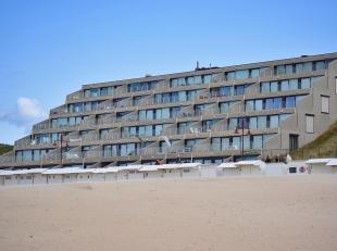 Instapklaar appartement met aparte slaaphoek, gelegen in de laatste residentie van de Zeedijk-De Haan met grote terrassen, nabij de zeilclub. Gelijkvl