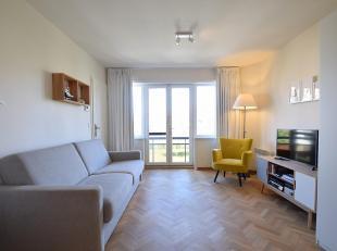 HIP en goed georiënteerd appartement, totaal gerenoveerd; gelegen op de 2de verd., op wandelafstand van de zee en vlakbij het centrum van De Haan