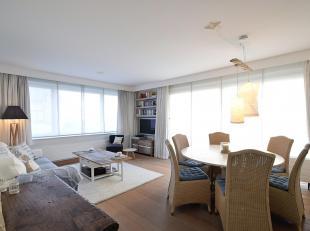 Trendy hoekappartement, gelegen op de 1ste verdieping van de  residentie Manderley op slechts 20m van de zeedijk-De Haan.  Het pand werd gerenoveerd: