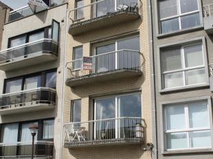Dit knus en vernieuwd appartement is gelegen aan het dierenpark van wenduine en biedt u een uitmuntend zicht vanop het zuidgericht terras.<br /> Indel
