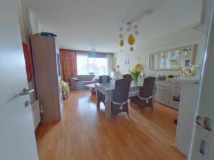 2 slaapkamerappartement in hartje Middelkerke<br /> * Tweede verdieping<br /> * Aangename woonkamer met ruim zonneterras<br /> * Open keuken met alle
