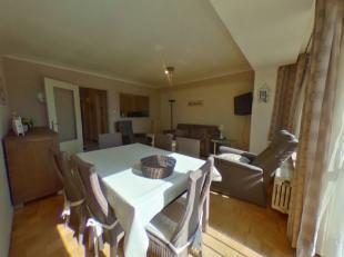 De Orly  is een zonnig appartement met een zeer centrale ligging.<br /> - Tweede verdieping.<br /> - Gezellig ingerichte woonkamer met lederen salon.<