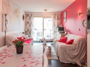 Mooi afgewerkt appartement op de zesde verdieping in recente residentie met zowel terras vooraan als achteraan.<br /> Gezellige woonkamer met open keu