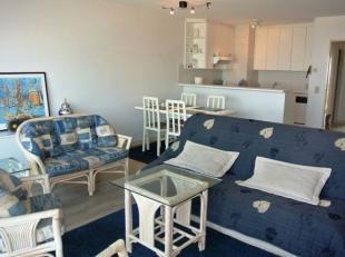 Mooi en gezellig appartement gelegen op de Zeedijk van Middelkerke. Bestaat uit woonkamer met open keuken, terras kant Zeedijk, inkom, 2 badkamers met
