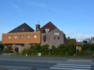 Hotel met woonst op uitstekende ligging vlakbij het centrum en de Zeedijk. Het hotel beschikt over 9 slaapkamers met bijhorende badkamer met douche of