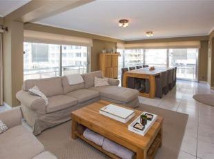 Prachtig en uiterst centraal gelegen 3-slaapkamerappartement met een bewoonbare oppervlakte van 175m² op enkele stappen van zee, winkels en openb