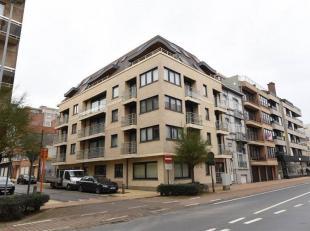 Gemeubeld appartement in recent gebouw.   Centrale ligging, in zijstraat van Leopoldlaan,  rustige straat in het winkelcentrum en dichtbij de Zeedijk.