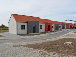 Mooie vakantiewoningen op rustige ligging.   De woningen zijn steeds voorzien van woonkamer met open keuken, badkamer met douche, apart toilet, 3 slaa