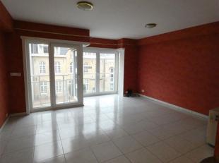 Zonnig en gezellig appartement gelegen in het centrum van Middelkerke. Bestaat uit woonkamer met klein terras aan de zonnekant, ramen voorzien van ele