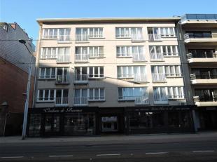 Goed gelegen appartement met 2 slaapkamers op de 3de verdieping aan de zonnekant van de Leopoldlaan.<br /> Indeling:  ruime woonkamer, keuken, badkame