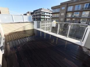 Fantastisch dakappartement in de Residentie Ixoras. De residentie is zeer centraal gelegen in de Leopoldaan en vlakbij de Zeedijk.  In dit gebouw zijn