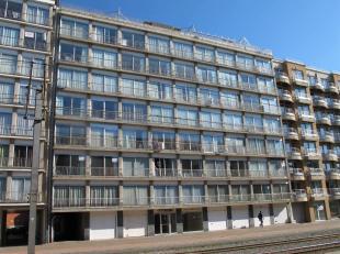 Residentie ROYAL : op de 3de verdieping, gemeubeld en zeer mooi gerenoveerd appartement, bestaande uit : inkomhal met vestiairekast, woonkamer met ope