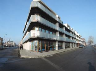 Ruim gelijkvloers appartement op de hoek van Deswartelaan met de Langestraat.<br /> Het appartement bestaat uit een woonkamer met keukenwand (wordt no