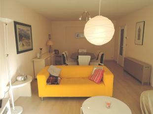Lichtrijk en ruim 2 slaapkamer appartement met zijdelings zeezicht.<br /> Het gemeubelde appartement is gelegen in een zijstraat van de Zeedijk met he