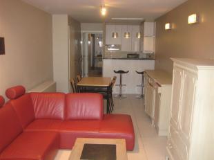 Knus en gezellig gemeubeld appartement gelegen in het commerciële centrum van Middelkerke, op 100m van de Zeedijk.<br /> Het appartement bestaat