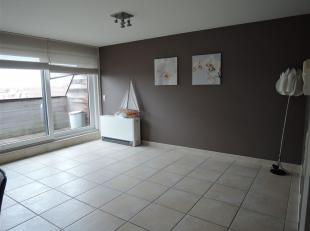 Smaakvol en ruim duplex appartement vlakbij het commerciële centrum van Middelkerke. Gelegen op de Oostendelaan. <br /> Het duplexappartement bes