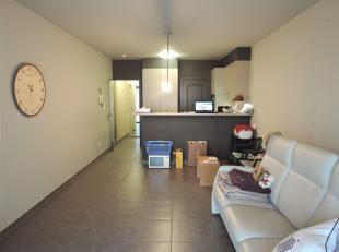 Recent gelijkvloersappartement met terras.<br /> Het appartement omvat een leefruimte, volledig ingerichte keuken aparte berging met aansluiting voor