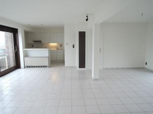 Zeer ruim duplex appartement met prachtig zeezicht.<br /> Het duplex appartement omvat op de beneden verdieping een zeer grote en lichtrijke leefruimt