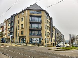 """!!! Laatste Appartement !!! - Prijs bespreekbaar !! In het nieuwe en energiezuinige gebouw """"Kastteeltoren"""" een duplex. Ruime inkomhal met bezoekerstoi"""