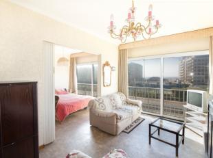 Lichtrijk 1 kamer-appartement met ver zeezichtbestaande uit:<br /> Lichtrijke living<br /> Afzonderlijke slaapkamer<br /> Open keuken<br /> Badkamer m