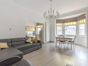 Ruim (83m²), 2 kamer-appartement op steenworp van het strandBestaande uit:<br /> Ruime, lichtrijke leefruimte<br /> Open, ruimtelijke keuken met