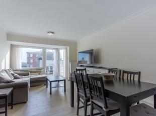 Volledig gerenoveerd, zuidgericht 3-kamer appartement bestaand uit:<br /> Ruime, zonnige living<br /> Imposante, moderne keuken met eiland<br /> Knapp