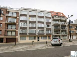 Ongemeubelde en opgefriste studio gelegen op de 3e verdieping (met lift), in het centrum van Middelkerke en dicht tegen de zeedijk. Geschikt voor 1 &a