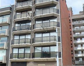 Ongemeubeld appartement met 2 slaapkamers, 3e verdiep. Indeling : living met open keuken, terras aan zonnekant, berging met aansluiting voor wasmachin