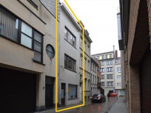 Vergund opbrengsteigendom te Oostende op enkele meters van winkelstraat, station en andere voorzieningen. Deze eigendom is uiterst centraal gelegen en