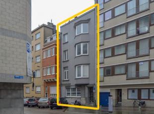 Opbrengsteigendom bestaande uit 4 appartementen en studio op centrale ligging te Oostende.  Gebouw met karakter en hoge plafonds.  Appartementen met 2