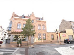 Commercieel gunstig gelegen eigendom in centrumstraat van Nieuwpoort. Deze hoekwoning met bloemenzaak is gekend over gans de Westhoek. Het handelspand