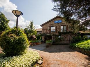 Charmant, idyllisch gelegen landhuis (momenteel ingericht als hotel) te Roksem (Oudenburg).<br /> Zeer rustig gelegen in een groene omgeving op amper