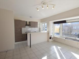 Gezellig appartement in kleinschalige residentie in het centrum van Nieuwpoort. Gelegen op de 1ste verdieping.  Omvat inkom, woonkamer open vernieuwde