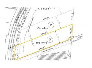 Stuk bouwgrond voor koppelwoning gelegen in rustige omgeving met prachtige vergezichten over de velden. Grootte: 554 m². Geen bouwverplichting! R