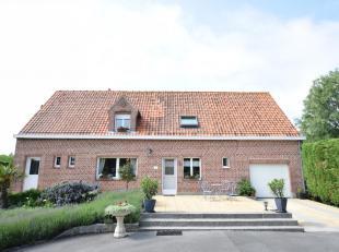Fermette met gerenoveerde woning, schuur en paardenstallen op slechts 1,5km van De Panne (Belgische grens) en vlot bereikbaar via E40. De woning besta
