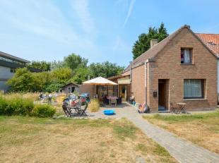 Te renoveren woning op prachtige ligging aan het Sluizencomplex te Plassendale. Gelegen  op 330 m² grond en ingedeeld op gelijkvloers met woonkam
