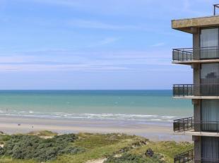 Dit instapklaar appartement ligt op 50 meter van het strand. Het bestaat uit een inkomhall met gastentoilet. Leefruimte met open keuken en berging. Sl