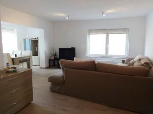 Prachtig duplexappartement/woning in kleinschalige residentie op rustige ligging in het centrum van Gistel. Omvat aangename leefruimte met leefkeuken