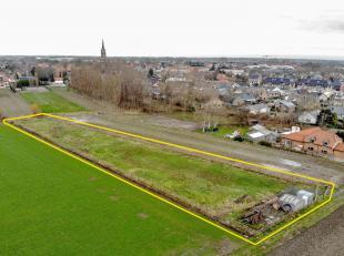 Weiland te koop van 3833 m² , gelegen nabij het centrum van Oudenburg. Reeds vergunning aanwezig voor winterstalling van 8,40 b op 13,90 d en pla