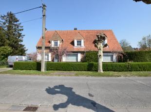 Voormalige advocatenwoning gelegen in een residentiële woonwijk van Gistel. De woning is gelegen op een perceel van 805 m² met zuid-gerichte