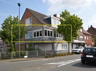 Zeer mooi en ruim appartement op wandelafstand van het centrum van Gistel.<br /> Het appartement gelegen op het 1ste verdiep:<br /> omvat een zeer rui