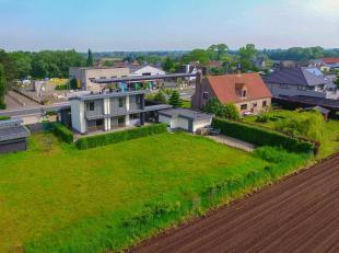 Te koop wegens verhuis kantoor naar Brugge! Alleenstaande villa met kwalitatieve afwerking en mogelijkheden om vrij beroep uit te oefenen!<br /> Geleg
