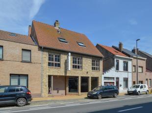 Handelsgelijkvloers  (243 m²) op commerciële topligging te Mariakerke met diverse mogelijkheden tot winkel/magazijn/atlier... met ruime etal