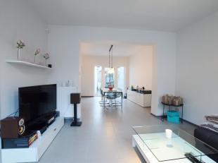 Prachtige ruime woning gelegen in het centrum van Nieuwpoort. Deze woning is volledig gerenoveerd in 2012. Omvat een inkom met apart toilet, doorzon l