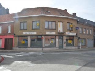 Komt hier uw handelszaak in het centrum van Torhout?  Ontdek dit zeer ruim handelspand met diverse mogelijkheden in het centrum van Torhout. Deze eige