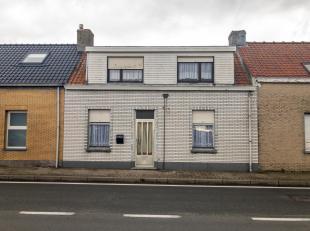 Woning op 175 m² met achteraan zicht op de polders! Deze woning is gelegen in de Stationsstraat met parkeergelegenheid over de deur alsook te ber