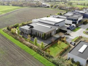 Prachtig bedrijfsgebouw op 2985 m² met opslagruimte (924 m²), bureel en woonst, gunstig gelegen te Oudenburg met vlotte verbinding autosnelw